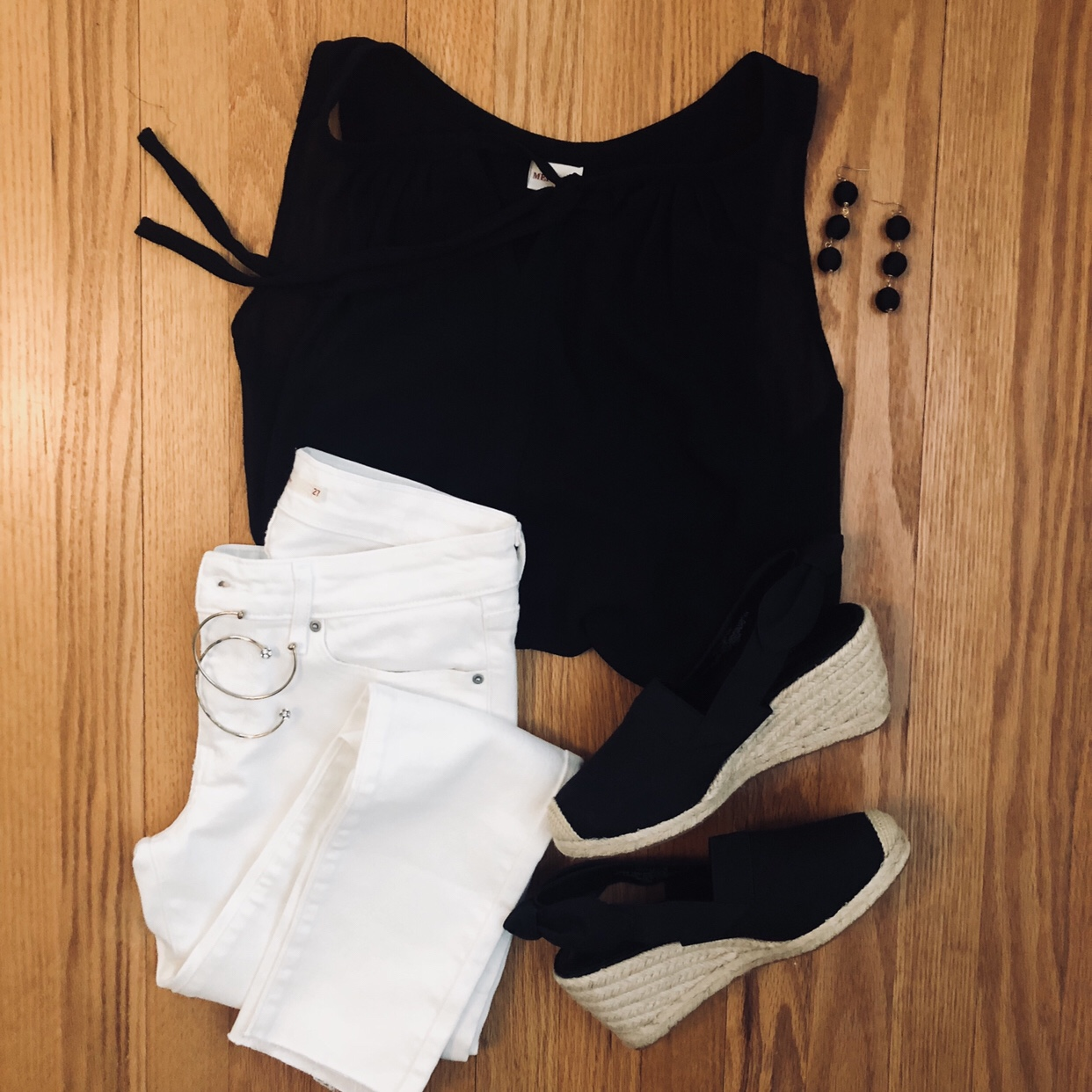 What to wear with white jeans - black sleeveless top and espadrilles