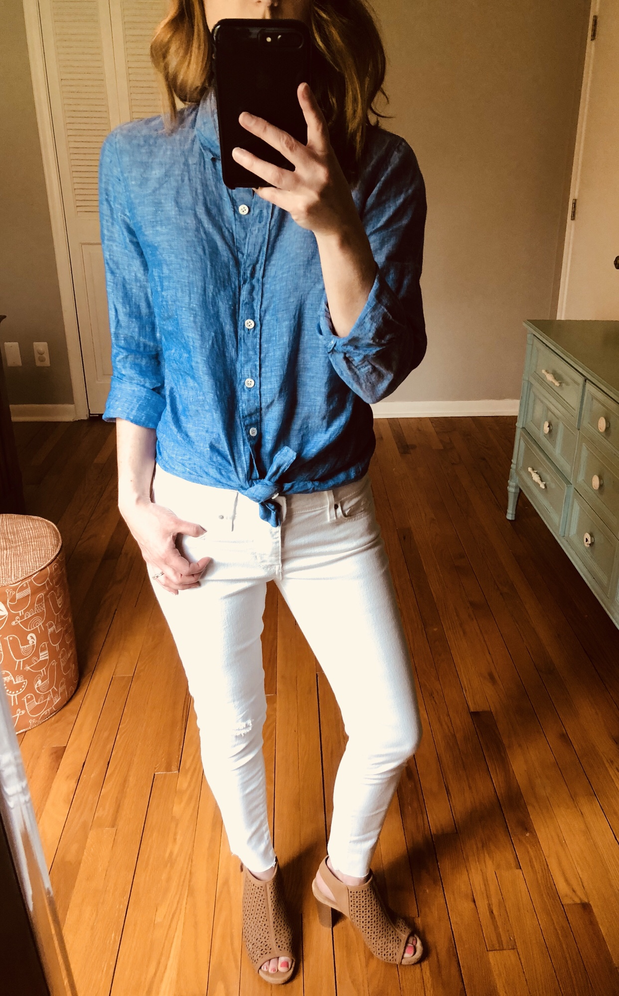 White jeans with linen tops and heels. How to wear white denim