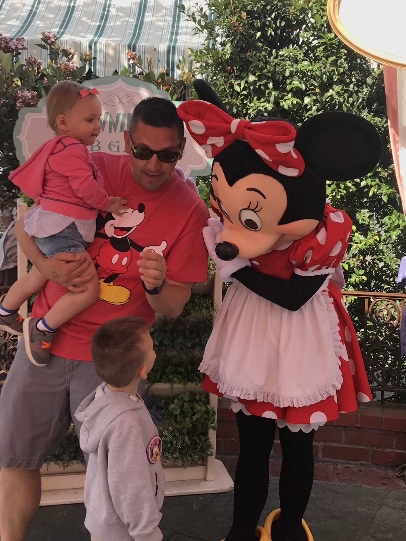 meeting Minnie Mouse at the character breakfast at disneyland