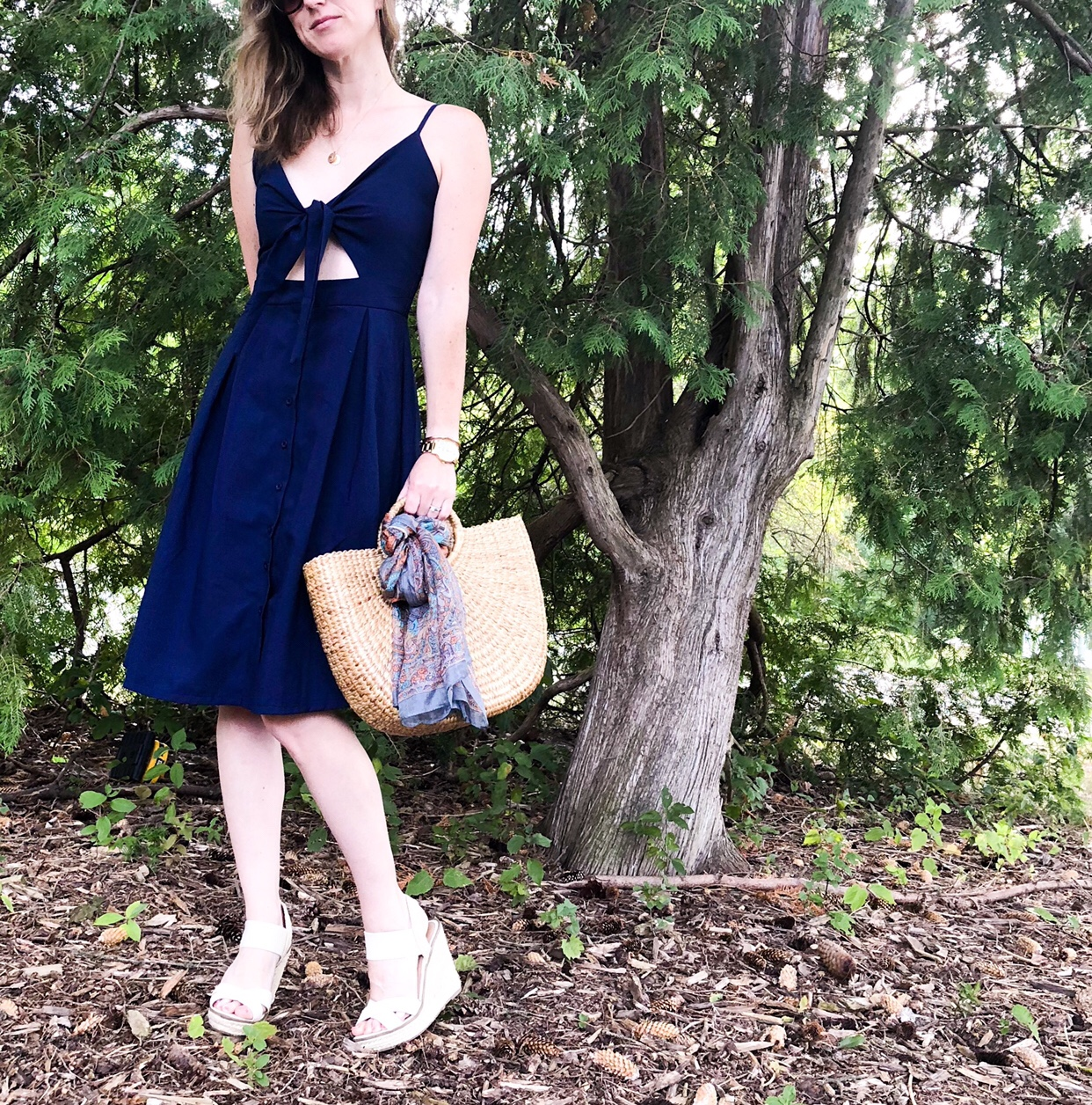 sweet navy day dress for summer #dress #summerstyle #afforablefashion #strawhandbag