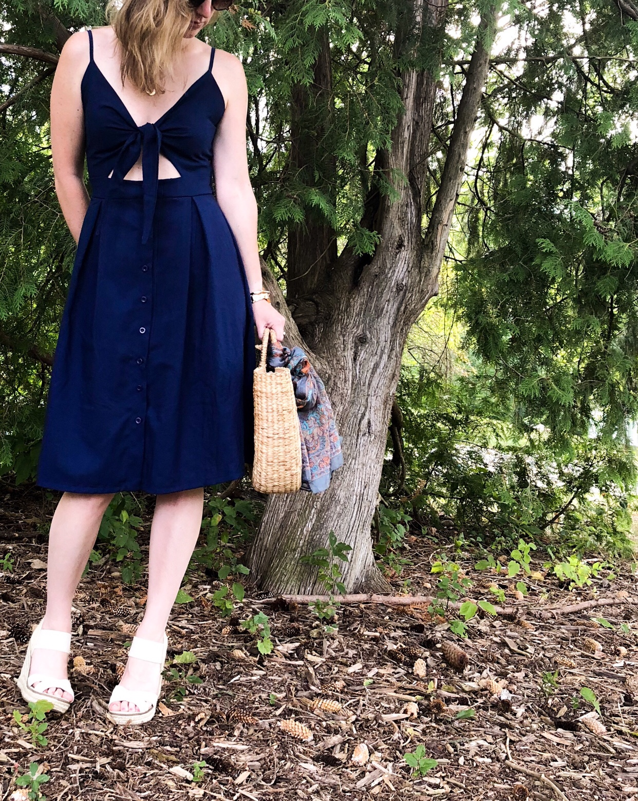 Navy day dress for summer #dress #summerstyle #afforablefashion #strawhandbag #navydress #outfitidea