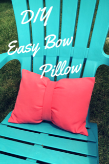Easy Bow Pillow DIY #homedecor #pillows #DIY #sewing