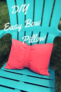 Easy Bow Pillow DIY #homedecor #pillows #DIY #sewing
