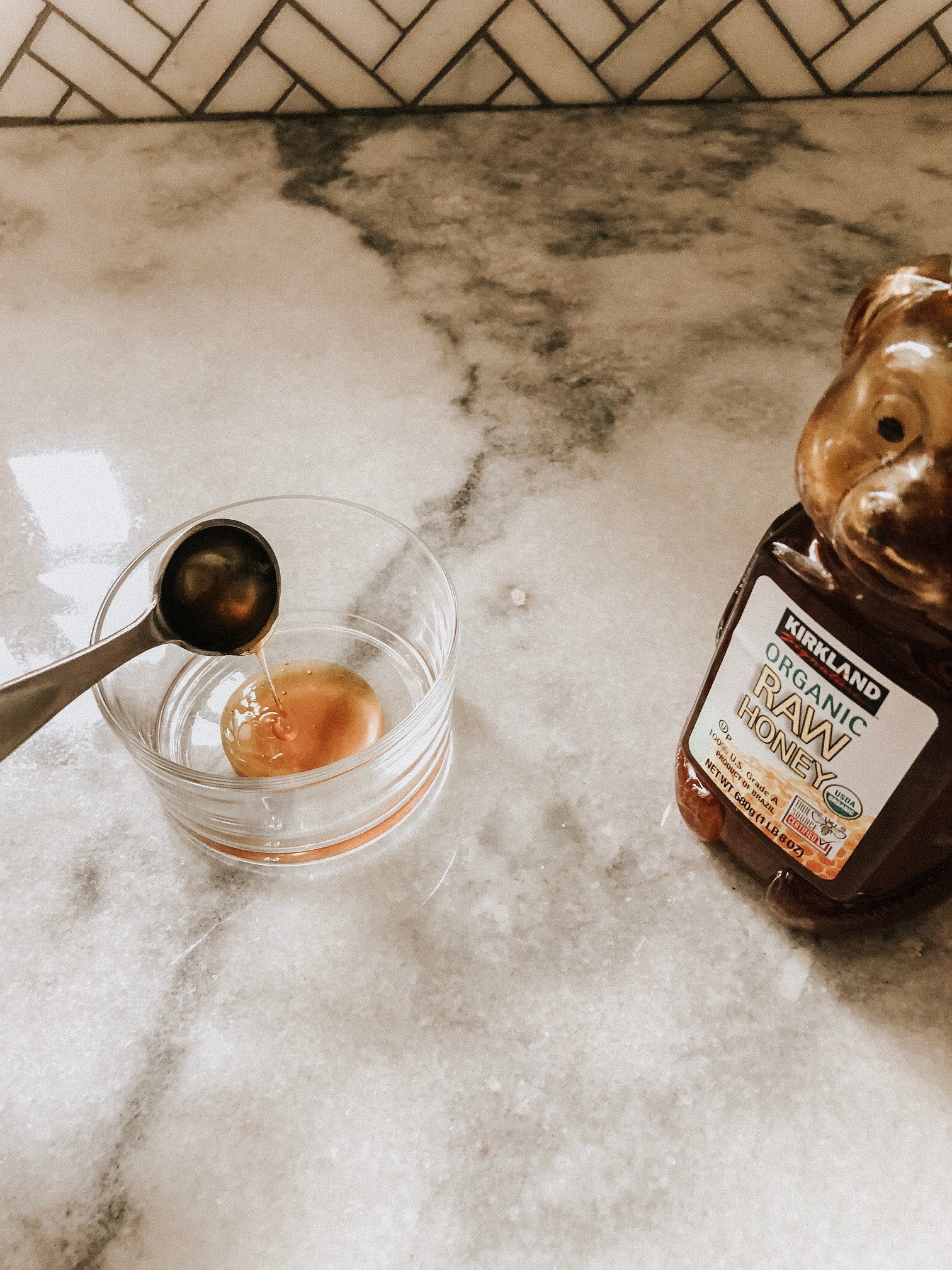 Making DIY Coffee Lip Scrub | Daily Splendor #DIY #lipscrub #beautycare #DIYbeauty #DIYscrub
