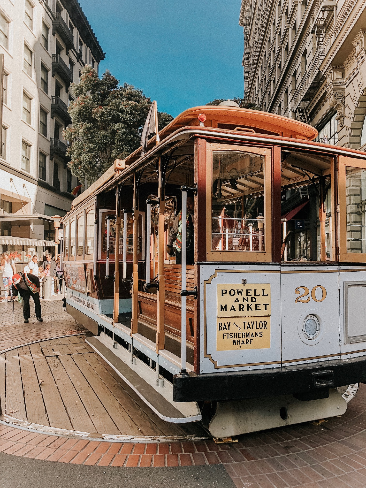 Daily Splendor | Things to do in San Francisco #cablecarride #cablecar #sanfrancisco #california