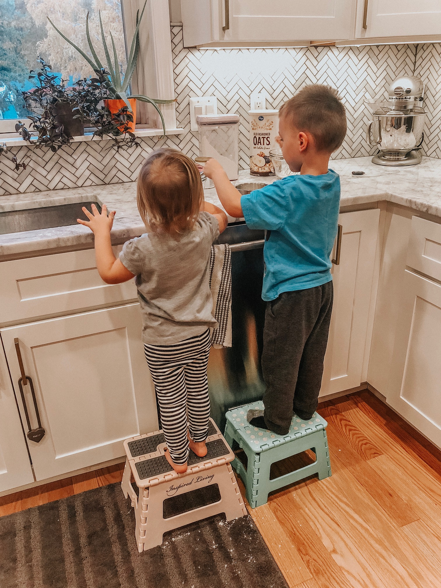 Getting Your Kids Cooking | Daily Splendor Life and Style Blog | family, cooking, kitchen, kids, mixing #familytime #familycooking #kidscooking #baking