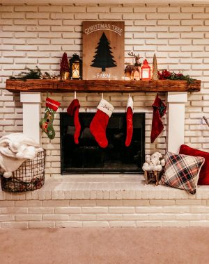 Holiday Decor Tips and Ideas | Daily Splendor Life and Style Blog | Mantel Decor, fireplace, stockings, holidays, christmas #cozyhome #christmasdecor #christmasmantel #christmasdecor