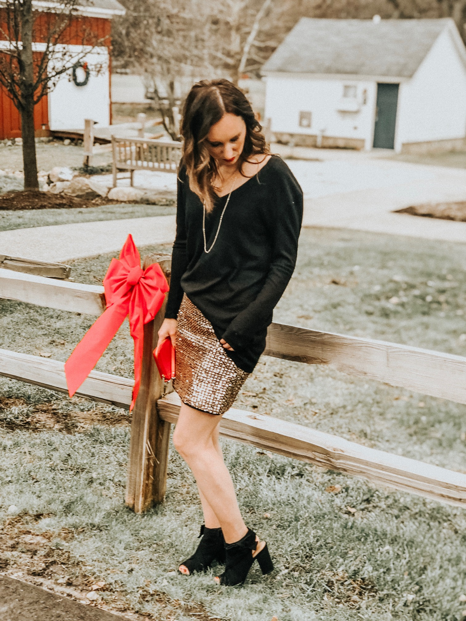 Cute Party Outfit Ideas | Daily Splendor Life and Style Blog | Holiday Party, NYE Party, Going Out, Sequins #partyoutfit #sequinskirt #christmasparty #nyeoutfit