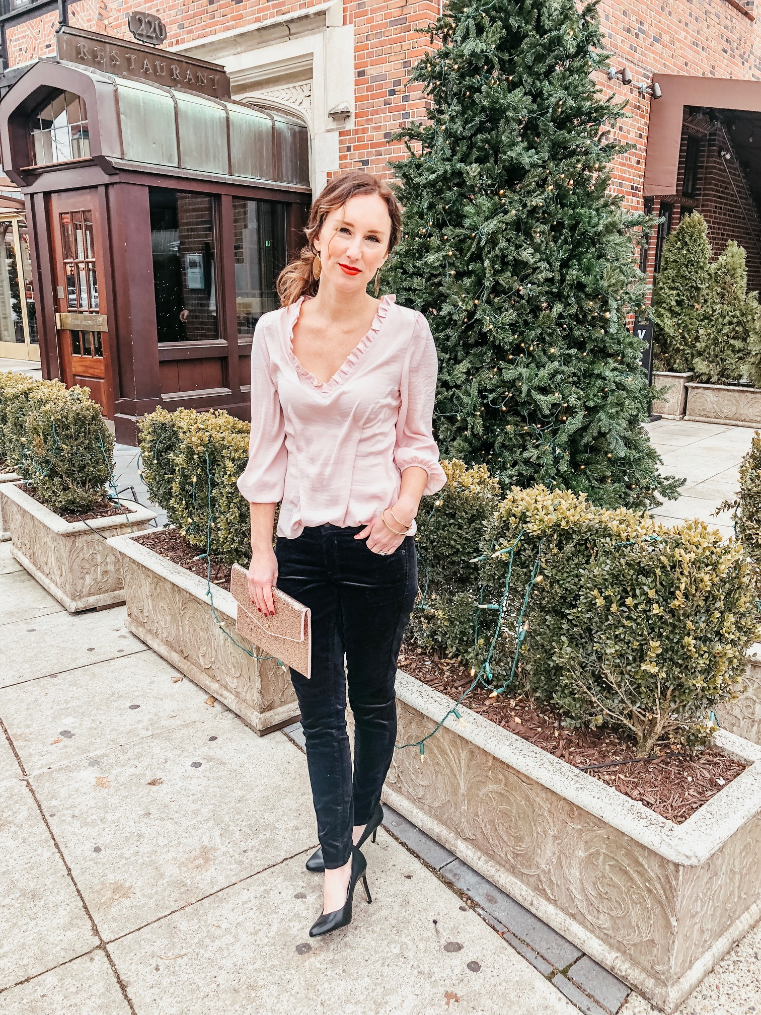 Cute Party Outfit Ideas | Daily Splendor Life and Style Blog | Holiday Party, NYE Party, Going Out, Winter Style #partyoutfit #velvetpants #sparkleclutch #christmasparty #nyeoutfit #winterfashion
