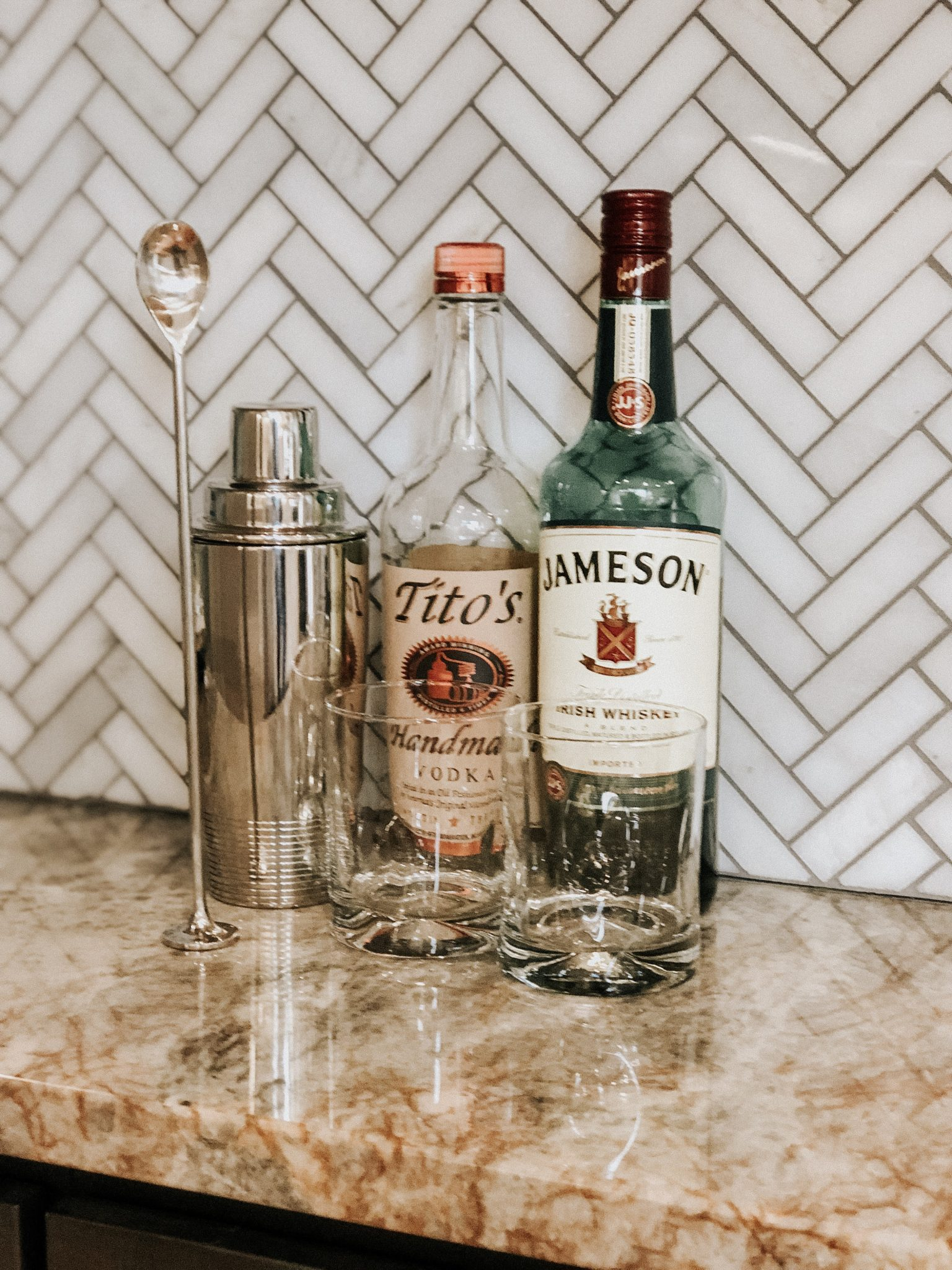 Simple Home Bar Setup | Daily Splendor Life and Style Blog | rocks glass, shaker, muddler, home bar, hostess, hosting #homebar #cocktails #entertaining