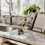 Friday Splendors | Daily Splendor | Kitchen decor, home decor, white kitchen #cookbook #cooking #kitcheninspiration #kitchenideas