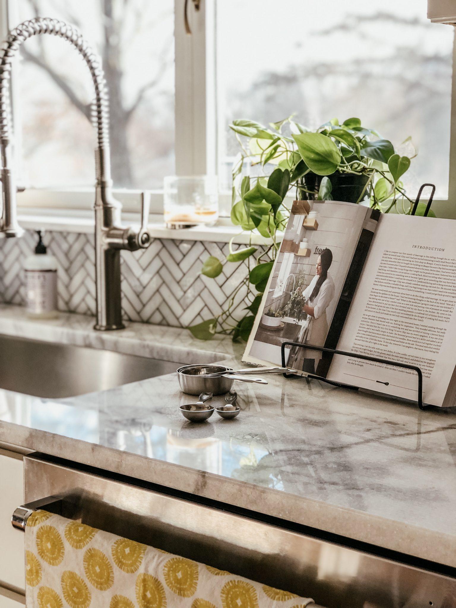 Friday Splendors   Daily Splendor   Kitchen decor, home decor, white kitchen #cookbook #cooking #kitcheninspiration #kitchenideas