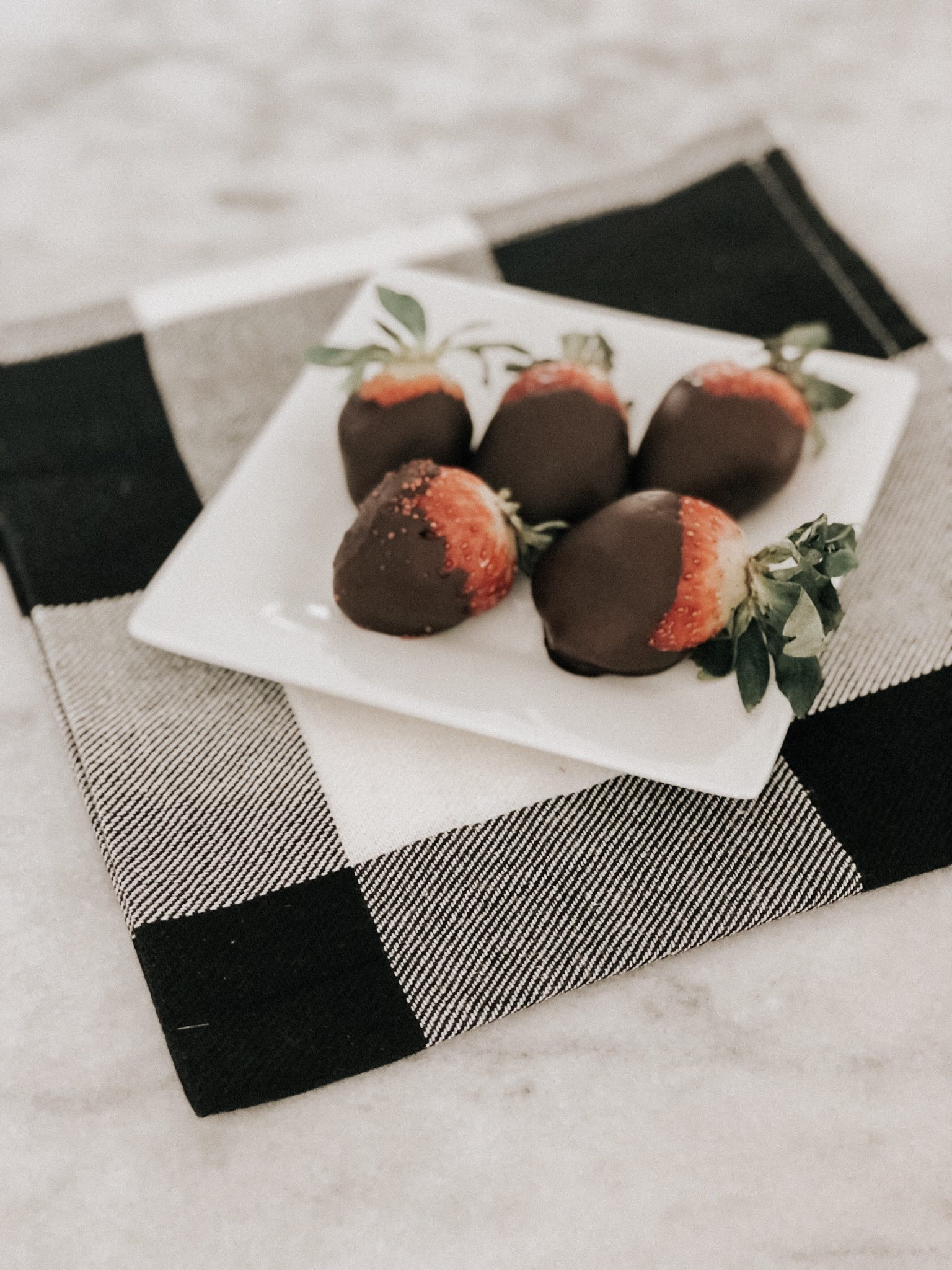 A valentines treat | Daily Splendor Life and Style Blog | Chocolate Covered strawberries