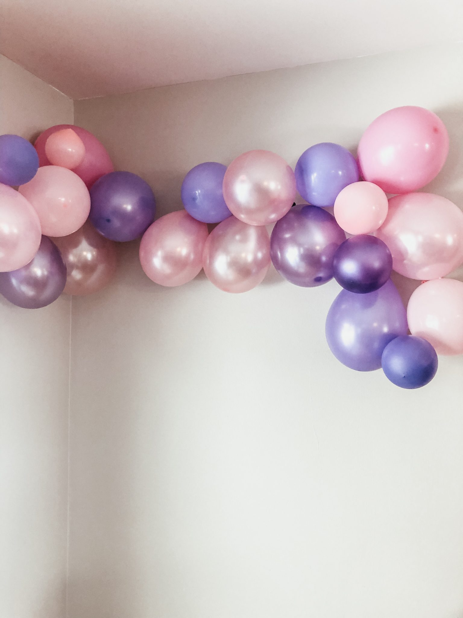 Cutest princess party made easy | Daily Splendor Life and Style Blog | Balloons| birthday party, girls party, party box, party decorations #birthdaydecorations #partysupplies #balloongarland #princessparty #sponsored