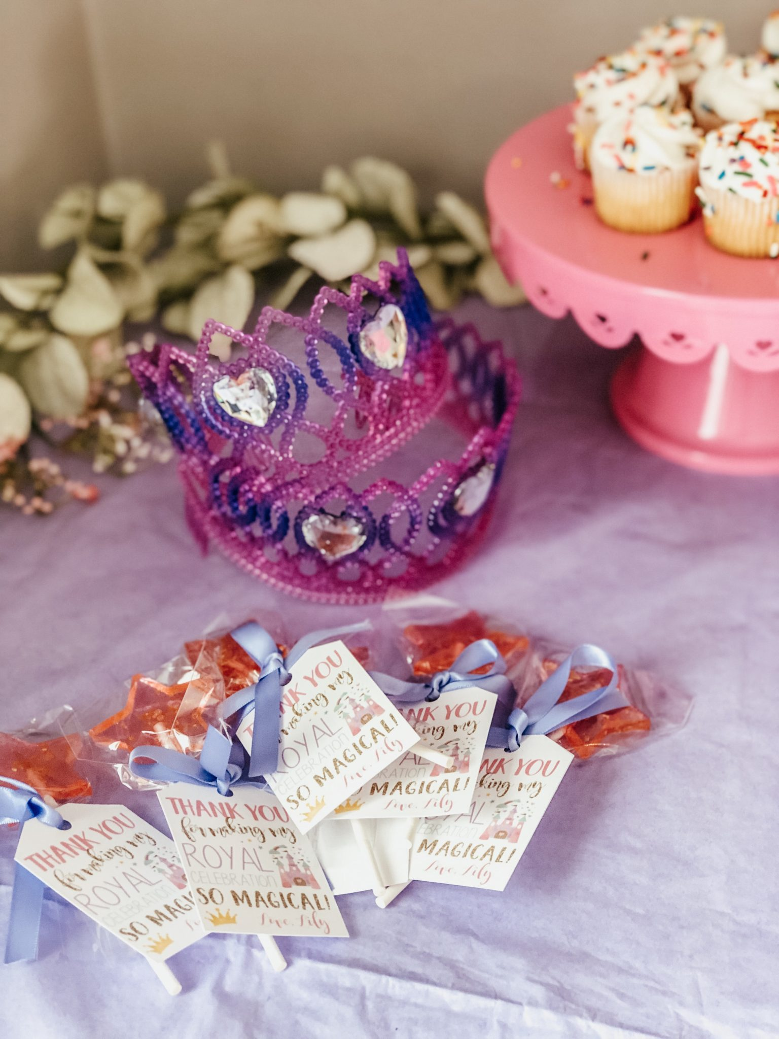 Cutest princess party made easy | Daily Splendor Life and Style Blog | Decorations and Favors | birthday party, girls party, party box, party decorations #birthdaydecorations #partysupplies #balloongarland #princessparty #sponsored #prinesscrown #partyfavors