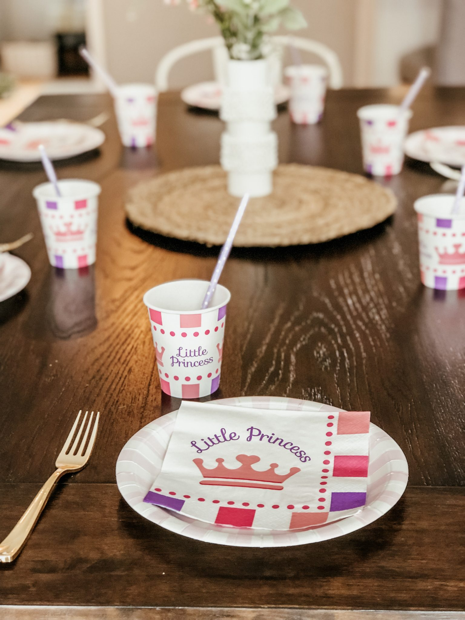 Cutest princess party made easy | Daily Splendor Life and Style Blog | Balloon garland | birthday party, girls party, party box, party decorations #birthdaydecorations #partysupplies #balloongarland #princessparty #sponsored