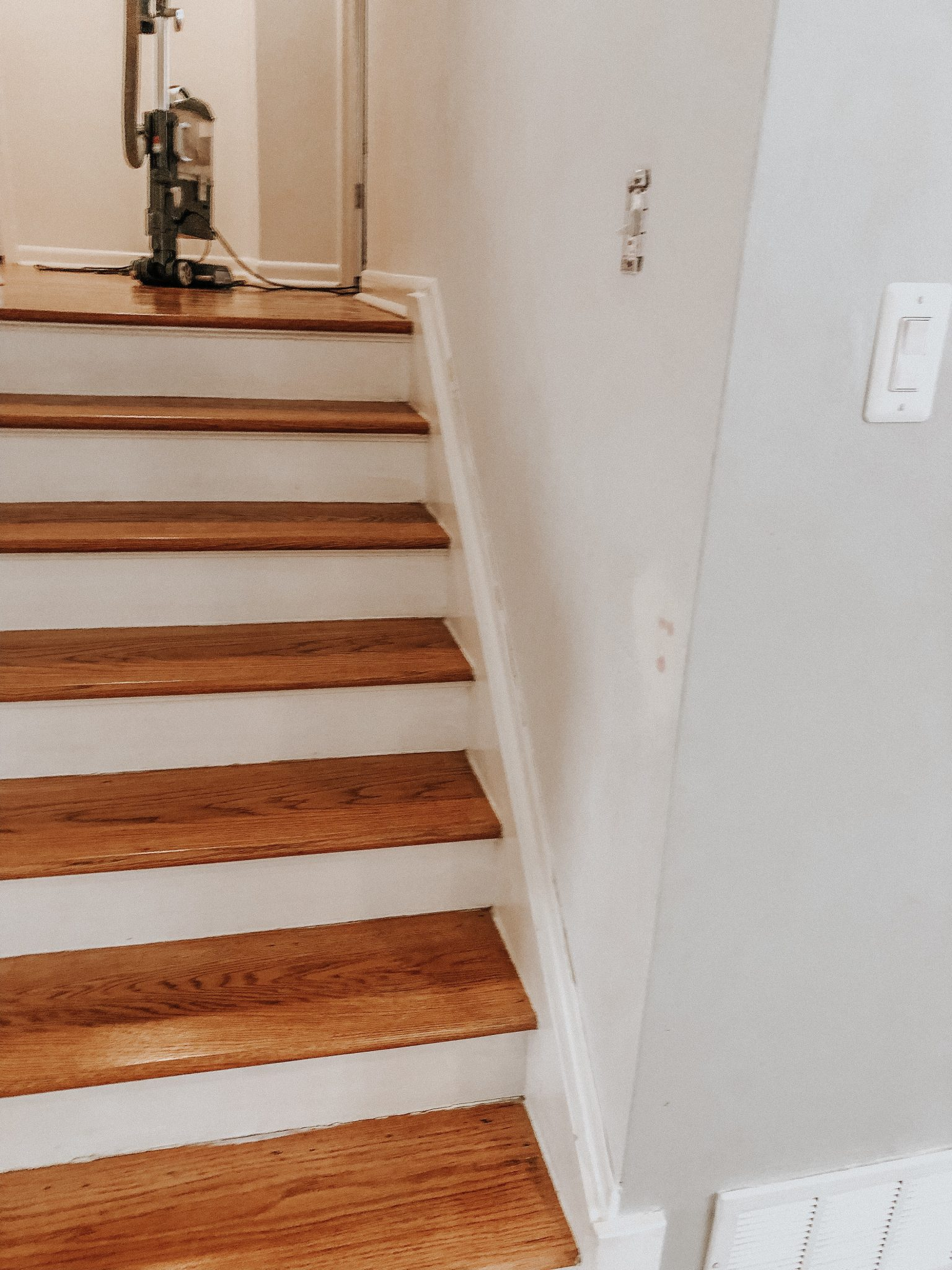 Hallway makeover | Daily Splendor Life and Style | spring update, hallway refresh, painting, #DIY #homeremodel #homedecor #renovations #beforepicture #prep