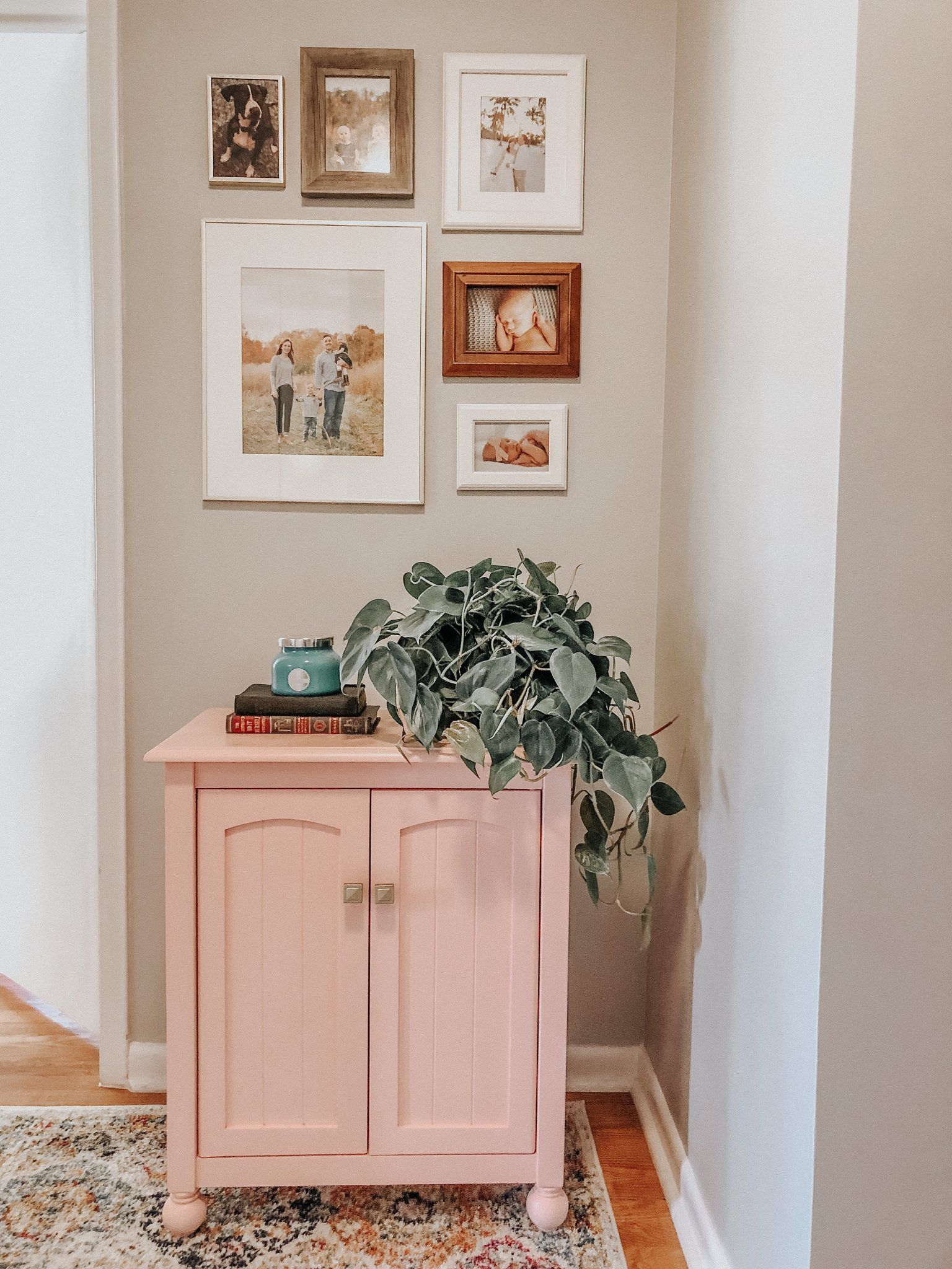 Hallway makeover | Daily Splendor Life and Style | spring update, hallway refresh, painting, #DIY #homeremodel #homedecor #renovations #afterpicture #pinkcabinet