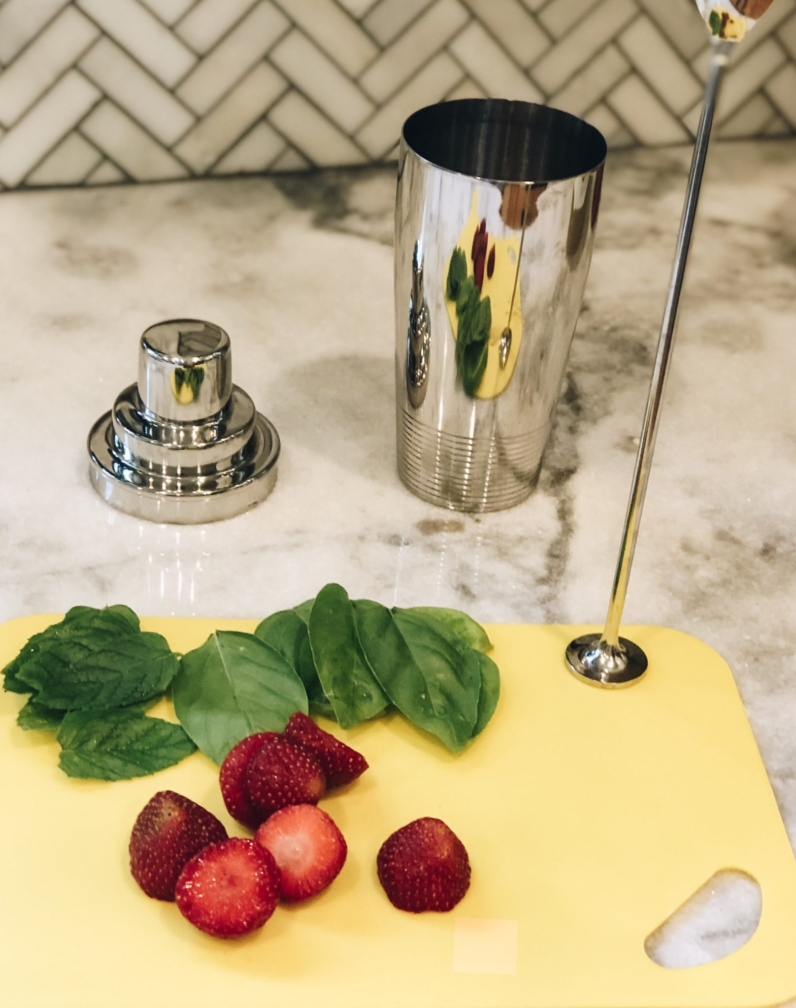 Strawberry Herb Lemonade Recipe | Daily Splendor Life and Style Blog | drink recipe, summertime, mason jar, #vodkalemonade #strawberrylemonade #summerdrink #basilandmint