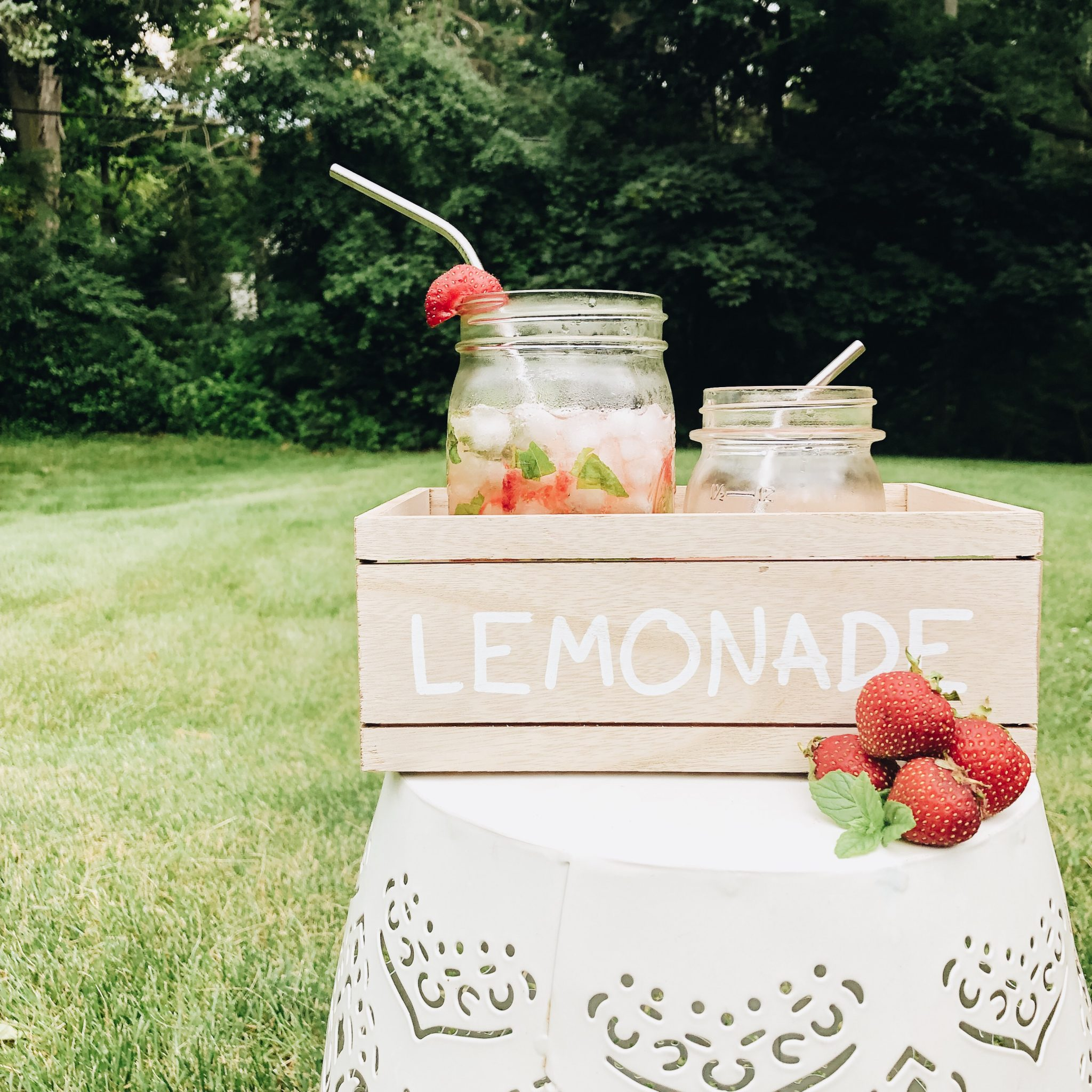 Strawberry Herb Lemonade Recipe | Daily Splendor Life and Style Blog | drink recipe, summertime, mason jar, #vodkalemonade #strawberrylemonade #summerdrink