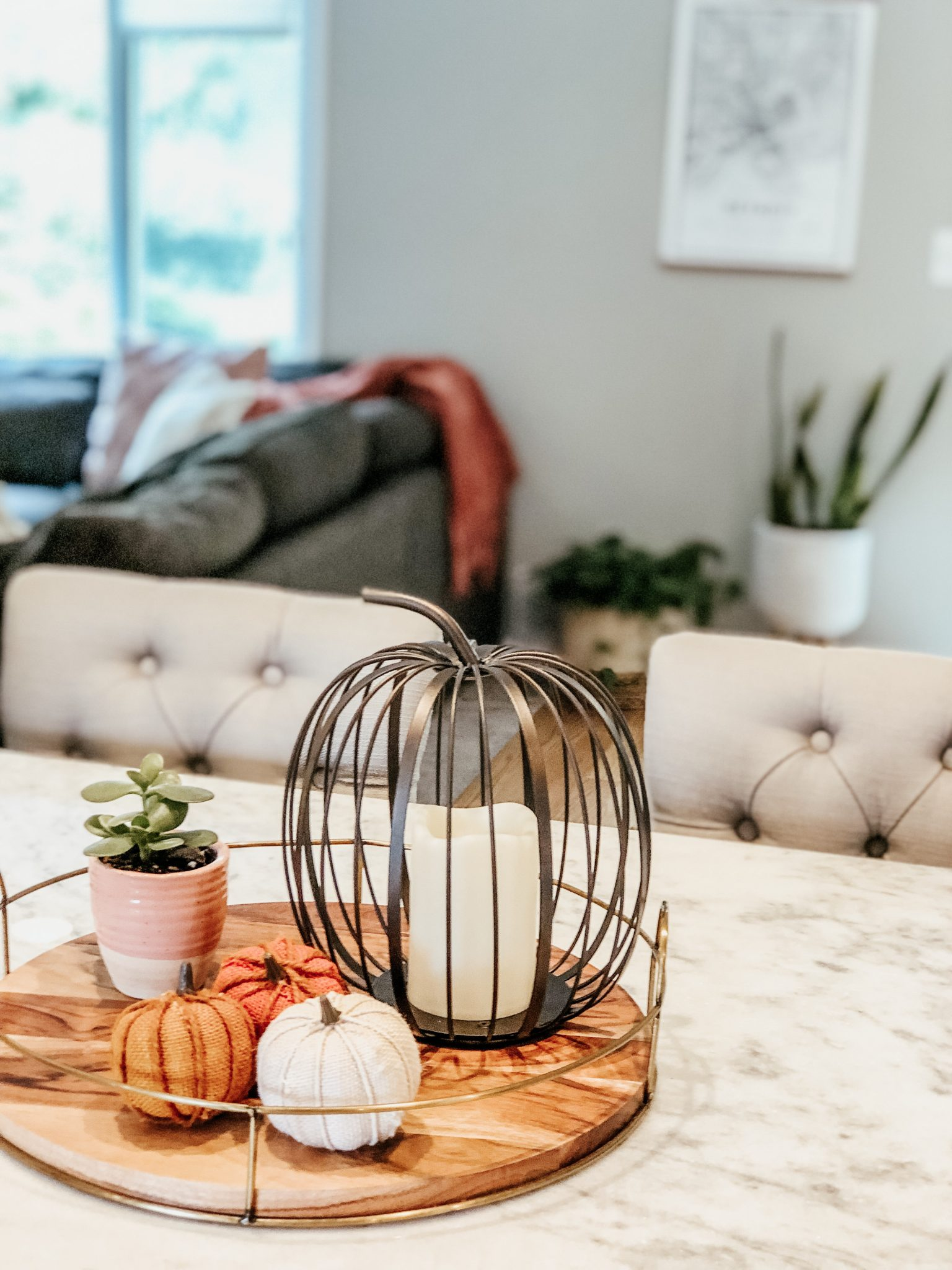 Fall Decor Home Tour | Daily Splendor Life and Style Blog | fall dining room decor #pumpkins #fallcenterpiece #succulentpumpkins #cozyfall #metalpumpkins