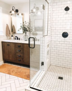 Master Bathroom Reveal | Daily Splendor Life and Style Blog | master bathroom #modernfarmhouse #modernfarmhousebathroom #Fixerupperstyle #contemporarybathroom #marbletile #subwaytile #subwaytileshower #herringbonetilefloor