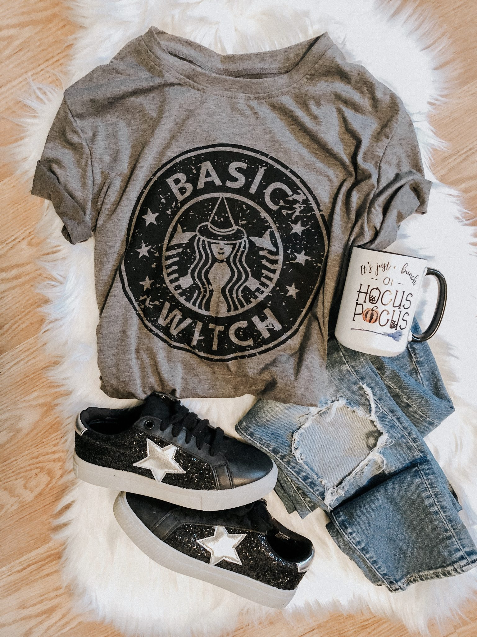 Halloween Decorating Ideas | Daily Splendor Life and Style Blog | #basicwitch #halloweenoutfit #halloweenideas #halloweenshirt