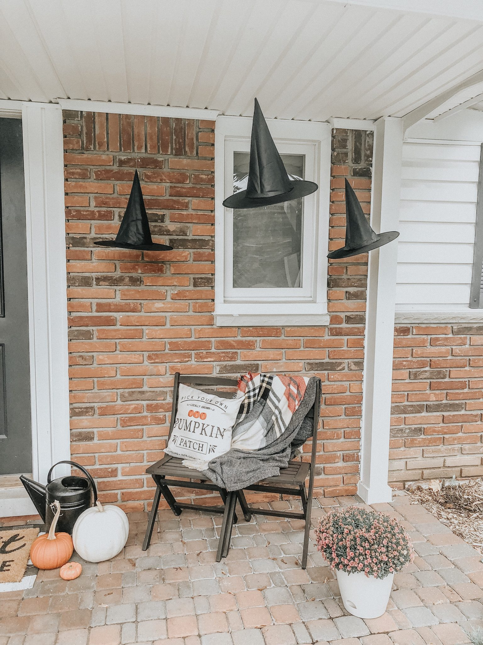 Halloween Decorating Ideas | Daily Splendor Life and Style Blog | Front porch with witch hats #witchhats #floatingwitchhats #halloweendecor #halloweenporch #budgethalloweendecorations