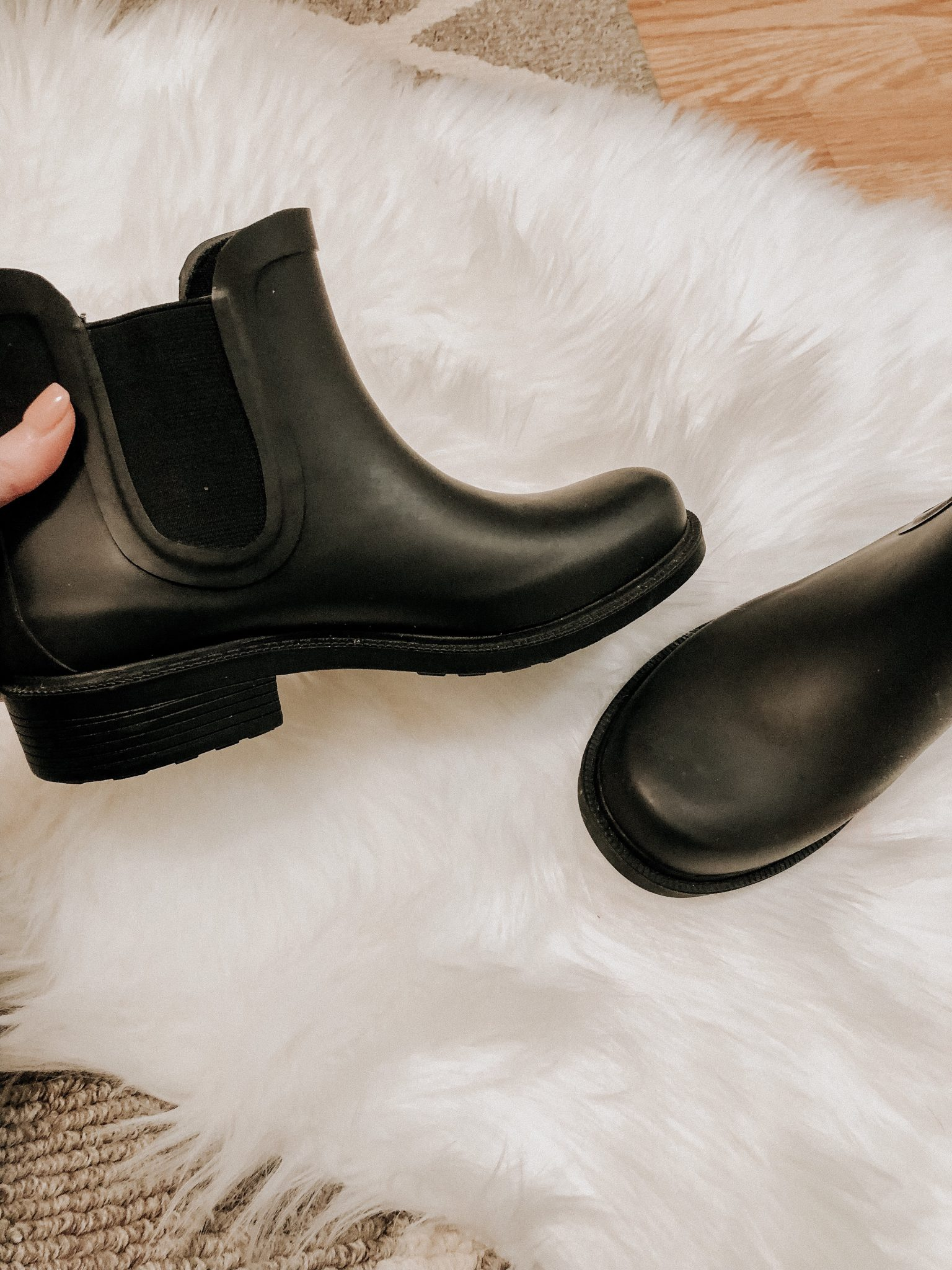 Shoe capsule for fall | Daily Splendor Life and Style Blog | #fallshoes #shoeroundup #shoecapsule #rainboots #booties #flatlay #fallstyle #momstyle #casualstyle #targetstyle #madewell