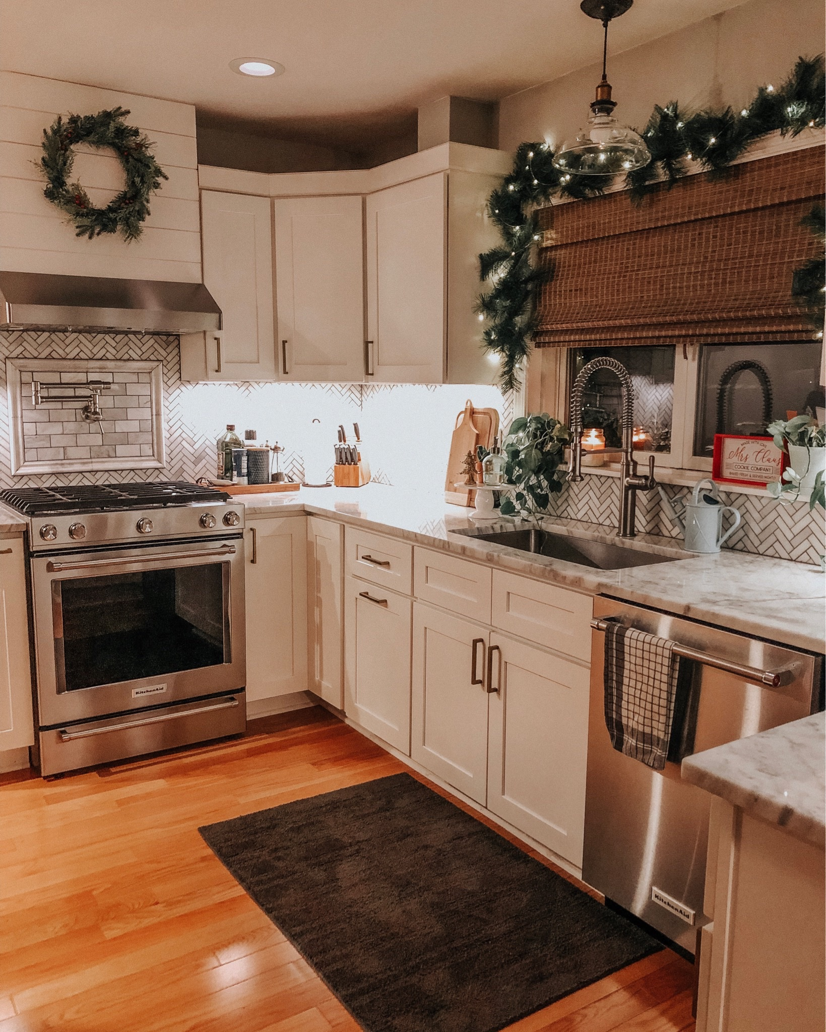 New Year sentiment and favorites from 2019 | Daily Splendor Life and Style Blog | top picture of 2019 #kitchen #kitchendesign #kitchengoals #whitekitchen #modernfarmhousekitchen #herringbonebacksplash