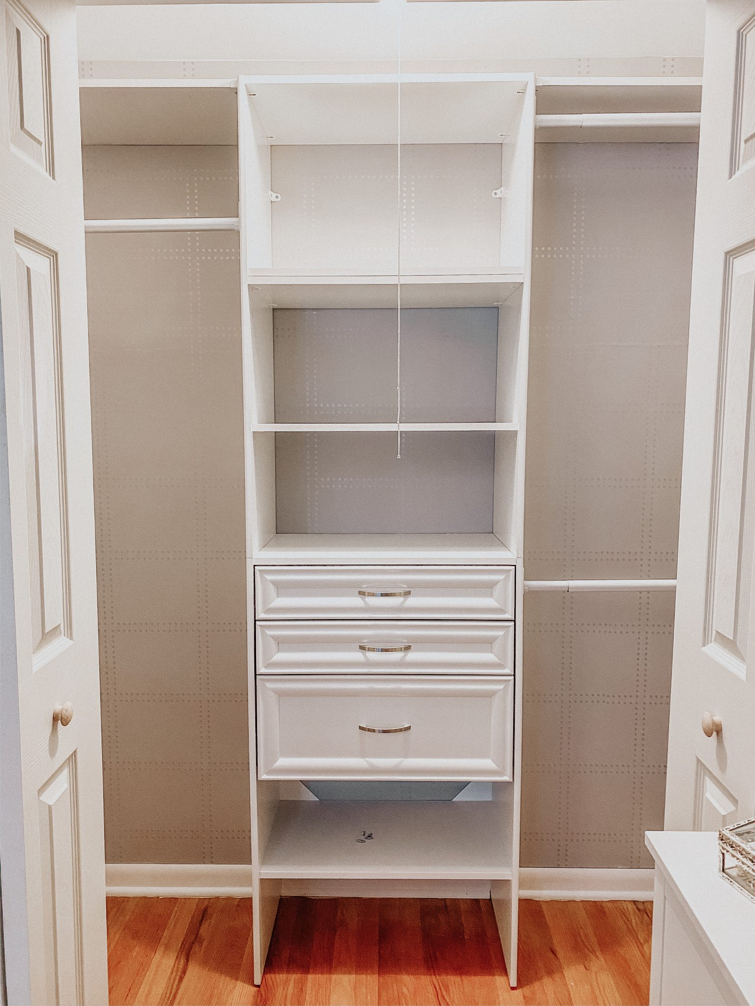 DIY Closet Makeover | Daily Splendor Life and Style Blog | finished closet #closetorganizer #smallcloset #smallspaces #organizedcloset #semicustomcloset #budgetcloset #diycloset #diyhomeproject #thehomedepot #homedepot #thecontainerstore #closetmaid #wallpaper #drawers