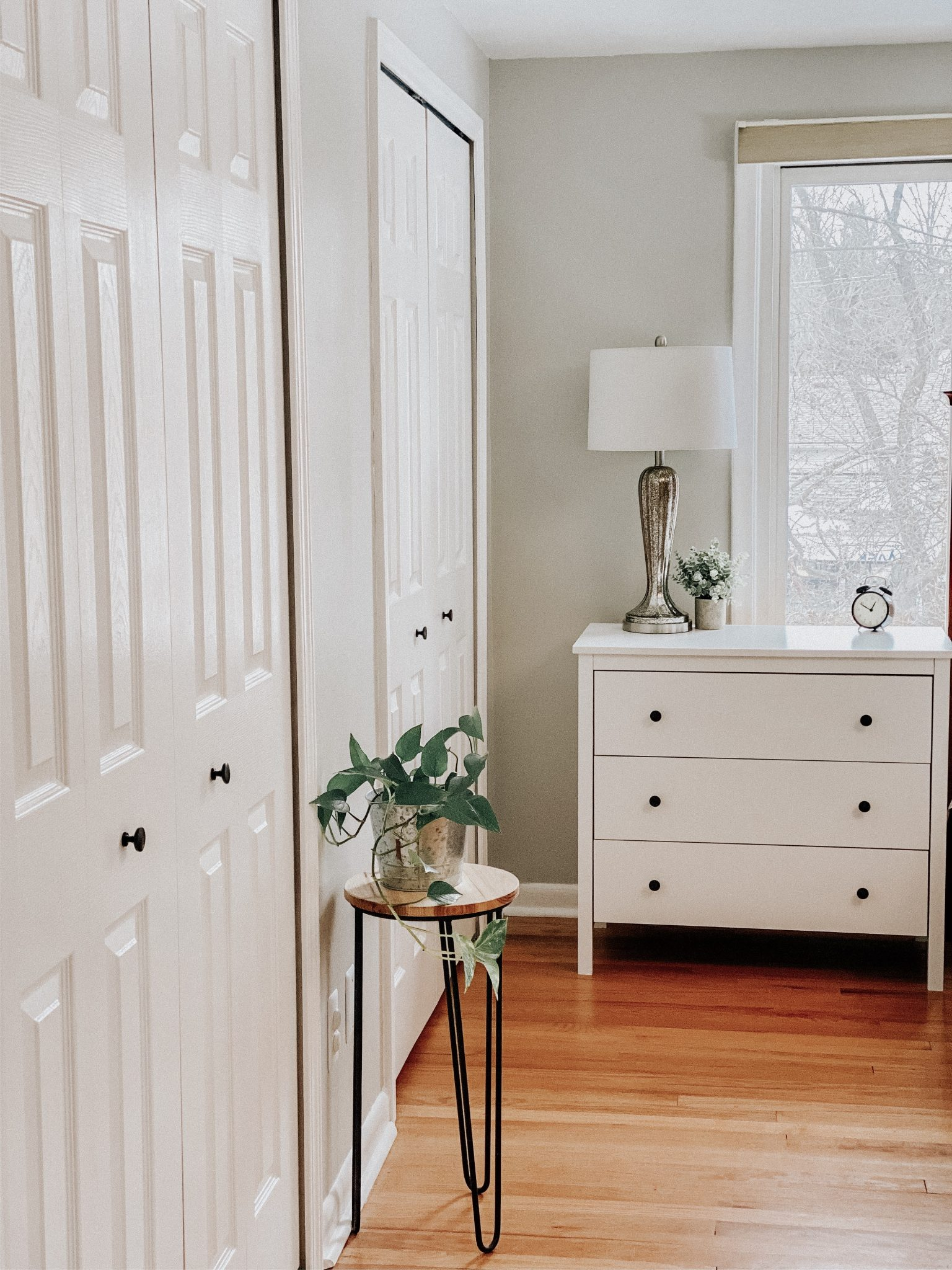 DIY Closet Makeover | Daily Splendor Life and Style Blog | finished closet #closetorganizer #smallcloset #smallspaces #organizedcloset #semicustomcloset #budgetcloset #diycloset #diyhomeproject #thehomedepot #homedepot #thecontainerstore #closetmaid #wallpaper #shoeorganization