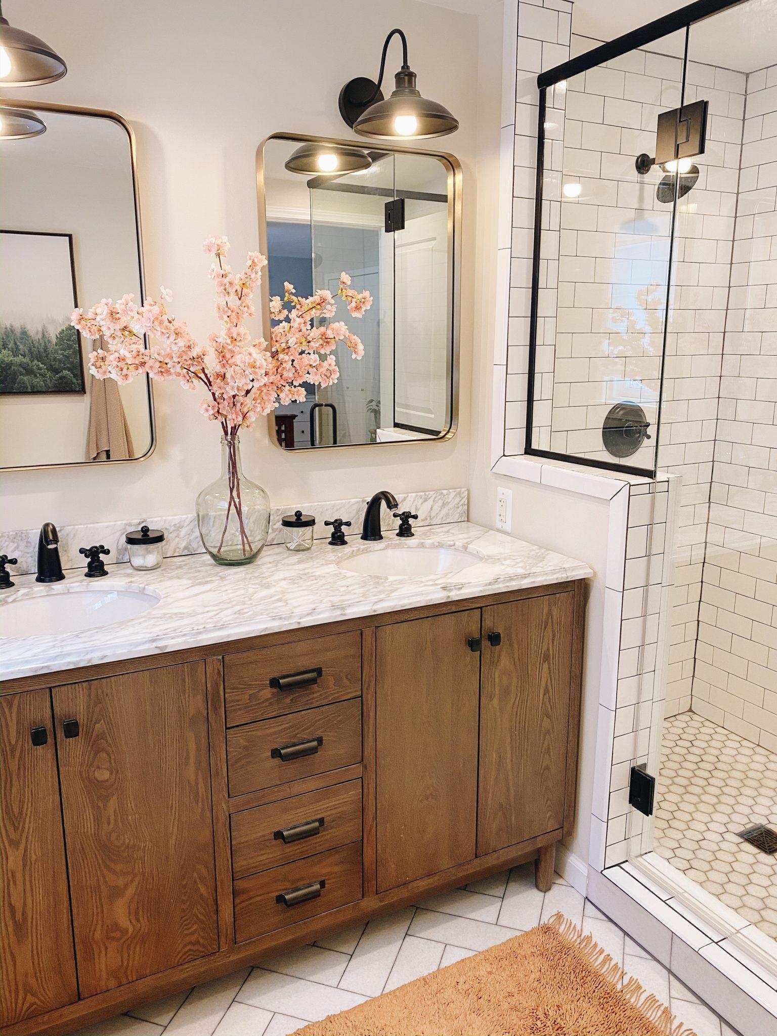 July Favorites | Daily Splendor Life and Style Blog | Master Bathroom #bathroommirrors #goldmirrors #farmhouselight #mastervanity #bathroomrenovation