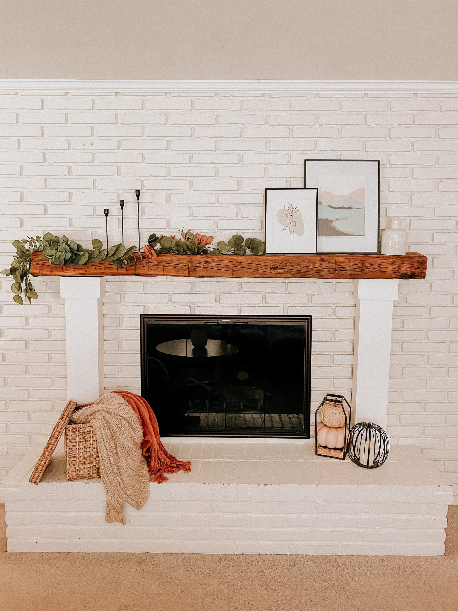 Fall living room accents | Daily Splendor Life and Style Blog #falldecor #falllivingroom #manteldecor #fallfireplace #neutraldecor #simplemantel