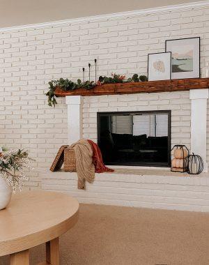 Fall living room accents | Daily Splendor Life and Style Blog #falldecor #falllivingroom #manteldecor #fallfireplace