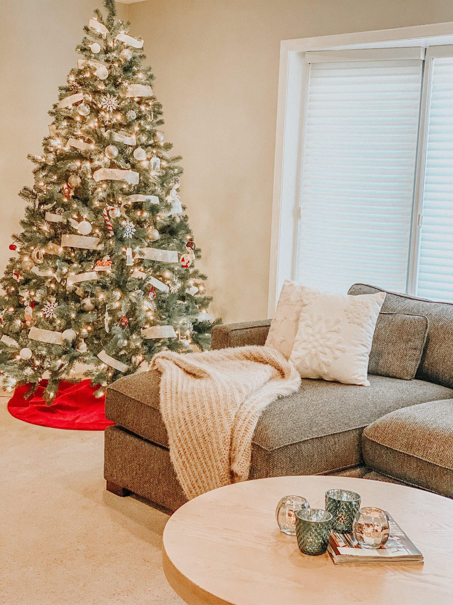 Christmas Home Tour | Daily Splendor Life and Style Blog | Christmas Living Room #simplechristmasdecor #cozychristmas #mercuryglasscandle #christmastree #christmaslivingroom