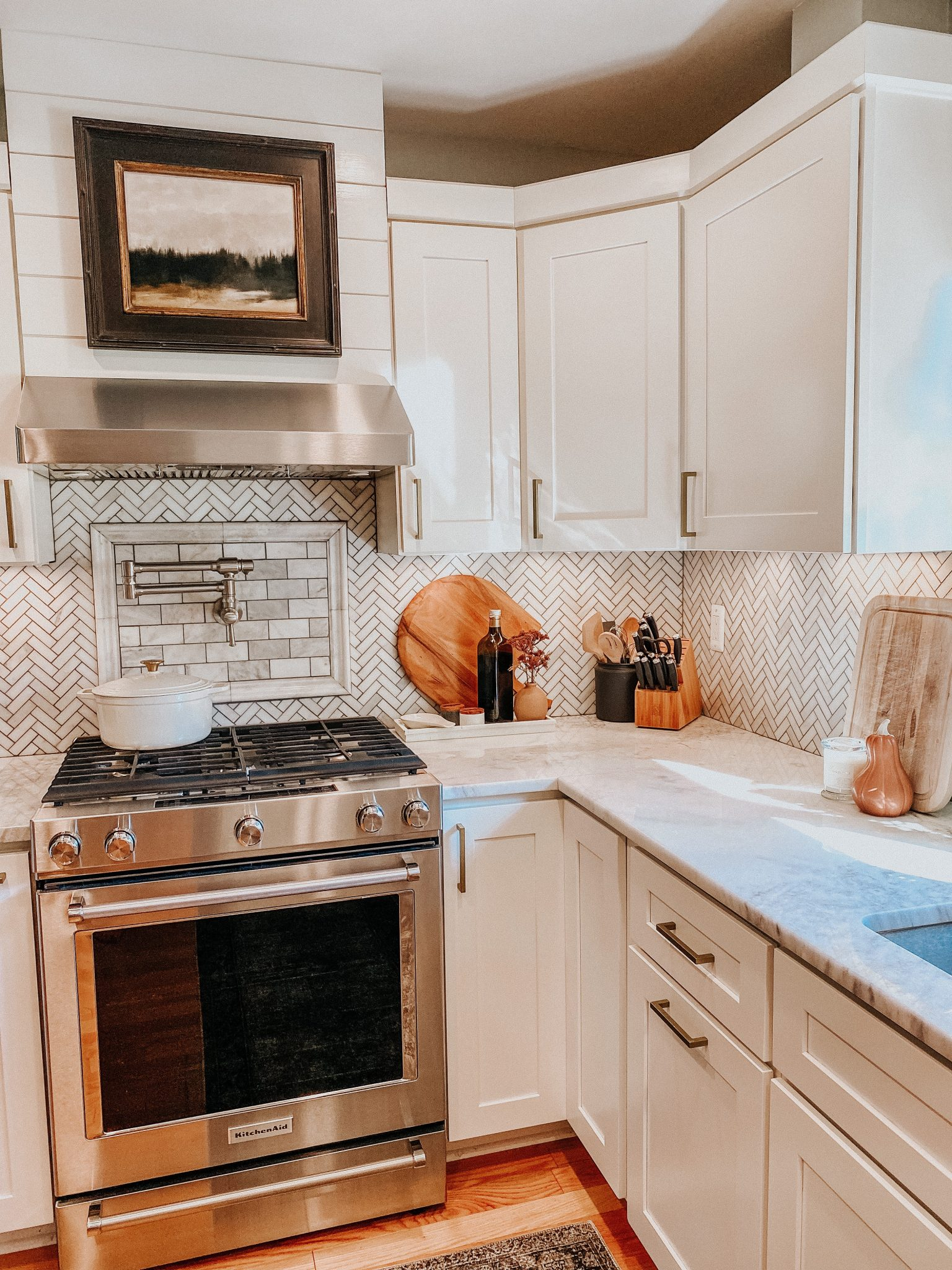 Easy ways to change up a room | Daily Splendor Home and Style Blog | kitchen updates #runner #kitchendecor #modernorganic #tranistiondesign #moodyart #whitecabinets #renovatedkitchen #potfiller