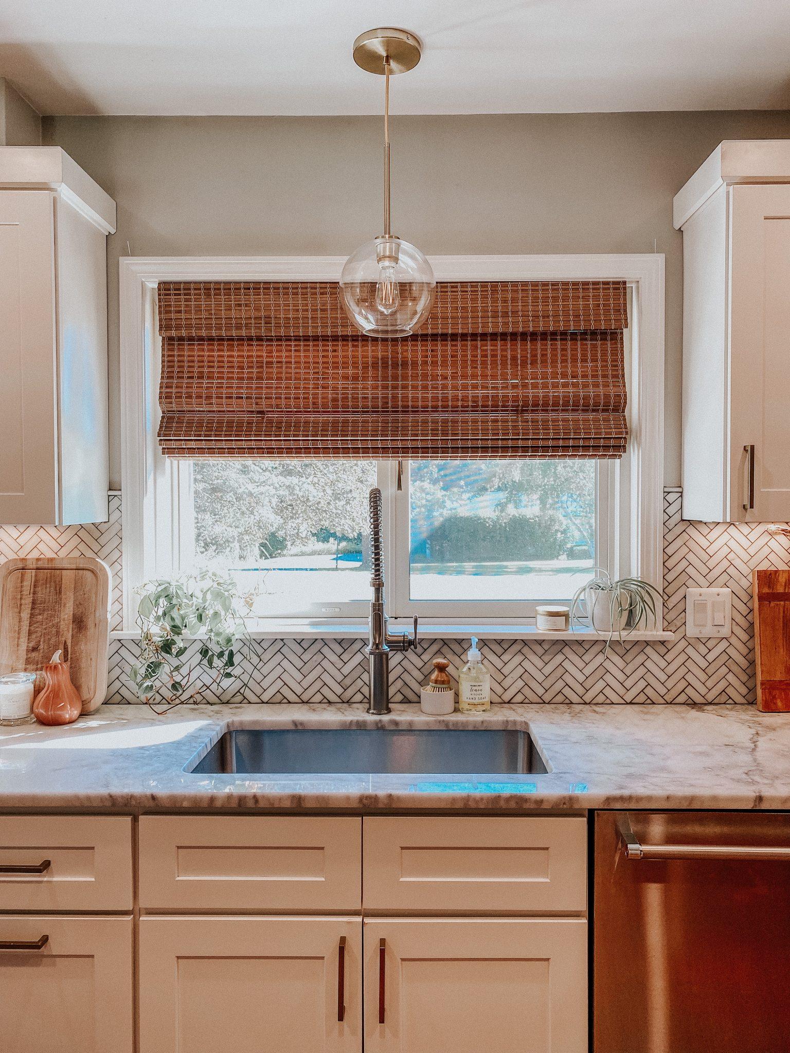 Easy ways to change up a room | Daily Splendor Home and Style Blog | kitchen pendant #kitchendesign #kitchendecor #modernorganic #tranistiondesign #bambooshade #whitecabinets #globependant